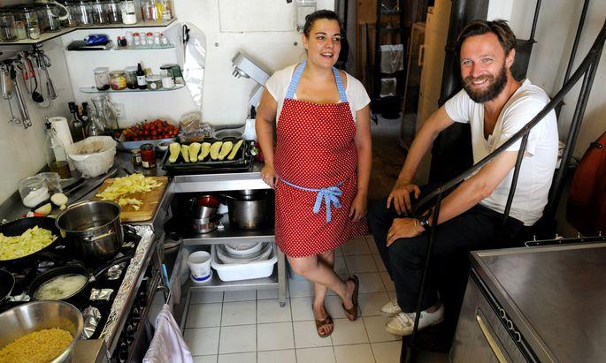 Nora Kreimeyer kocht dreimal pro Woche im Saint Charles Alimentary von Apotheker Alexander Ehrmann.