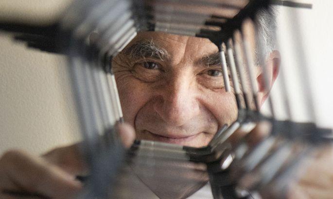 Eli Yablonovitch forscht an Transistoren, die Quanteneffekte nutzen.