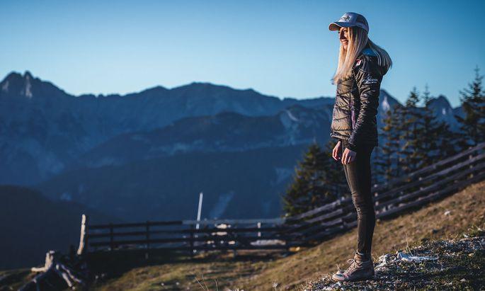 Oktober 2018: Teresa Stadlober posiert hoch über Seefeld für ein Fotoshooting. Hier wird im Februar 2019 die Nordische WM ausgetragen.