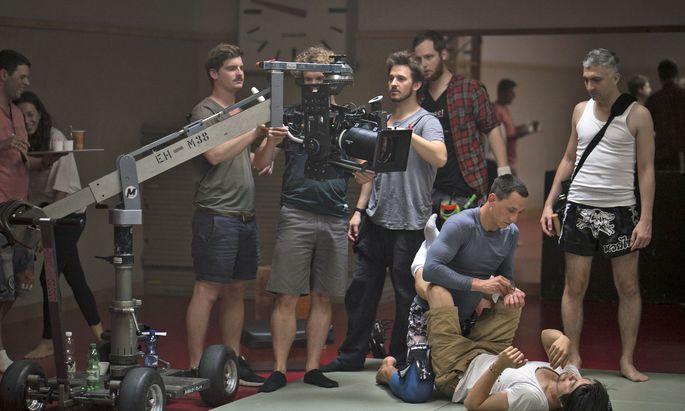 Regisseur Stefan A. Lukacs (rechts) und Darsteller Laurence Rupp (3. von rechts).