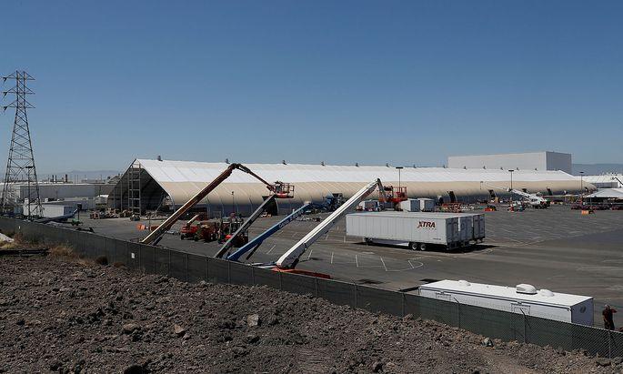 Bei Tesla geht das Zelt als Autofabrik durch