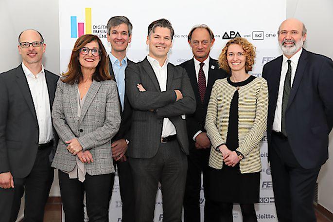 Im Bild v.l.n.r.: Peter Gönitzer (Wien Energie), Sonja Watzka (Moderation), Wolfgang Lucny (DXC Technology), Franz Dornig (IBM Österreich), Alois Ferscha (JKU Linz), Judith Pertl (A1 Digital) und Friedrich Bleicher (TU Wien)