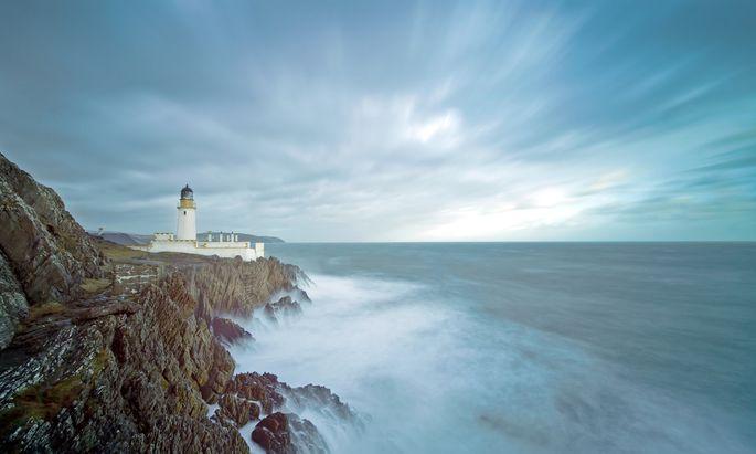 Heiter bis wolkig: Das Meer vor der Isle of Man wechselt die Farben mit dem Wetter.