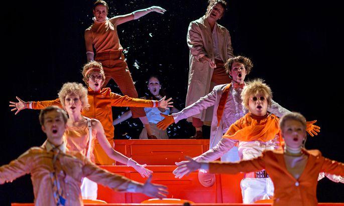 """Die Produktion """"Romulus der Große"""" des dritten Schauspieljahrgangs der Kunstuniversität Graz hat beim Bundeswettbewerb deutschsprachiger Schauspielstudierender im Deutschen Theater Berlin die zweithöchste Auszeichnung erhalten."""