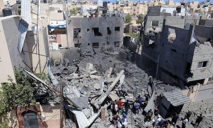 Nach einem israelischen Luftangriff in der Stadt Khan Younis im südlichen Gazastreifen.