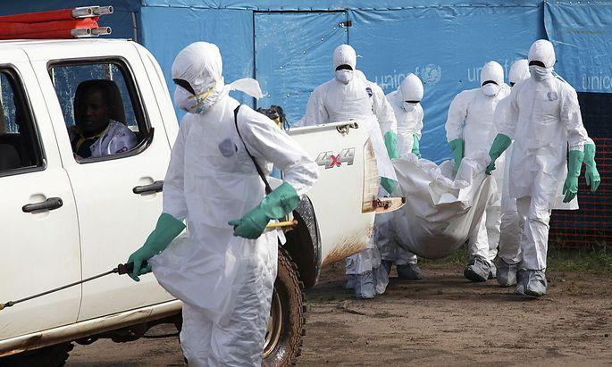 Bei den Bestattungen der Seuchen-Opfer sind höchste Sicherheitsvorkehrungen nötig