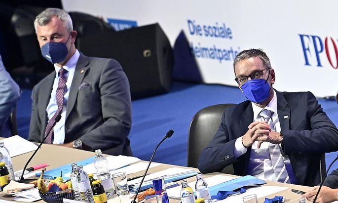 Zwischen dem ehemaligen und dem neuen Parteiobmann herrscht ein offener Richtungsstreit in der (Anti-)Corona-Politik.