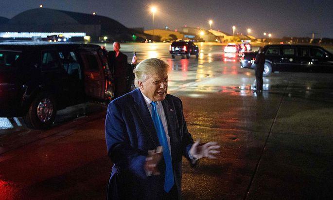 US-Präsident Donald Trump erklärte Anfang September Journalisten seine Sichtweise auf Enthüllungen seiner Frankreichreise vor zwei Jahren.
