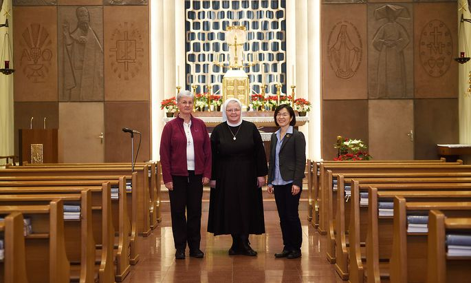Von links: Cordula Kreinecker (Barmherzige Schwestern Wien), Christa Petra (Steyler Missionsschwestern) und Joanna Jimin Lee (Missionarin Christi), und . Alle drei begrüßen es, dass über das Thema Missbrauch gesprochen wird.