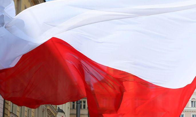 Auslaender stuerzen sich polnische