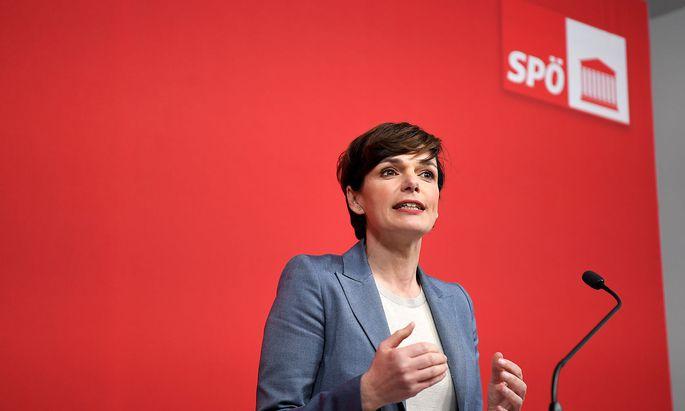 Pamela Rendi-Wagner tritt die Flucht nach vorn an: Die SPÖ-Mitglieder sollen sie im Amt bestätigen.