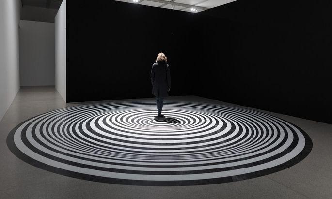 """Alles dreht sich: Marina Apollonio, """"Spazio Ad Attivazione Cinetica 6B"""" (1966–2015)."""