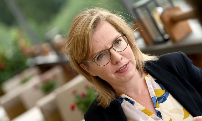 Umweltministerin Leonore Gewessler kämpft gegen die Plastikflut