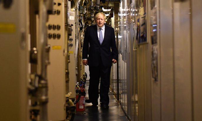 Der neue Premier geht an Bord. Johnson besuchte bei seinem Schottland-Trip das U-Boot HMS Vengeance auf der Marinebasis in Faslane.