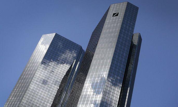 Die Aktien der Deutschen Bank notieren nahe ihrem Rekordtief.