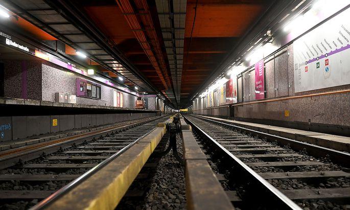 Noch wird im alten U2-Tunnel zwischen Karlsplatz und Schottentor für die Umrüstung auf die vollautomatische U5 gearbeitet. Aber schon ist die Finanzierung für den weiteren Ausbau fixiert worden.