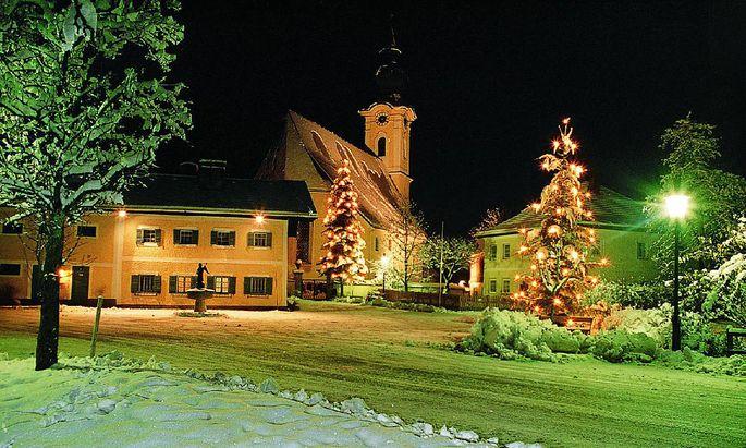 """Es gibt eigene Touren auf den Spuren von """"Stille Nacht"""", die über Salzburg auch nach Arnsdorf führen, wo Franz X. Gruber die legendäre Melodie geschaffen hat."""