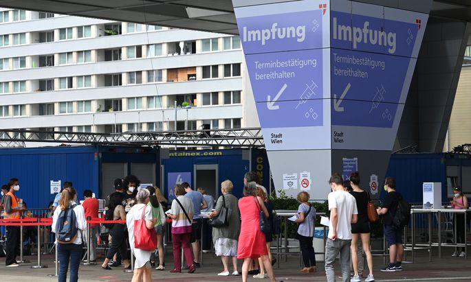 Symbolbild: Impfstraße im Austria Center Vienna