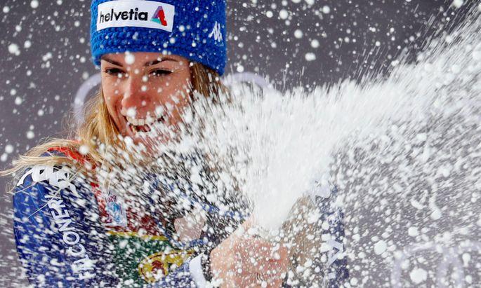 Marta Bassino lässt schon beim ersten Rennen die Korken knallen.