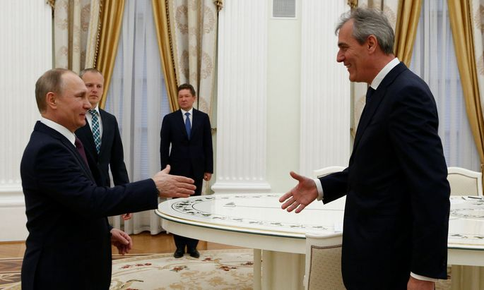 """OMV-Chef Rainer Seele traf am 28. April Präsident Putin im Kreml und lud ihn zur Feier der """"goldenen Hochzeit"""" nach Wien ein."""