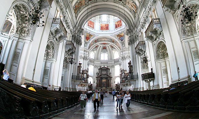Missbrauchsvorwurf Salzburger Domprediger tritt