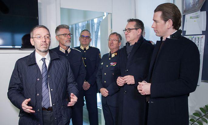 Innenminister Kickl, Vizekanzler Strache und Kanzler Kurz besuchen die Polizei