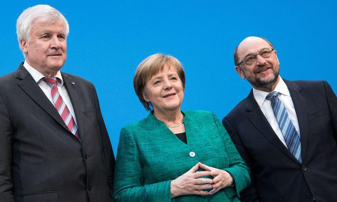 Vier Stunden nach Ende des Verhandlungsmarathons. Angela Merkel, Horst Seehofer (li.) und Martin Schulz präsentieren den neuen Koalitionspakt für Deutschland.