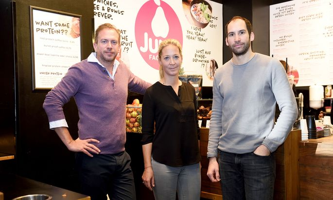 Die Juice-Factory-Betreiber: Clemens und Victoria Rieder und Roman Dudeschek (v. l.)