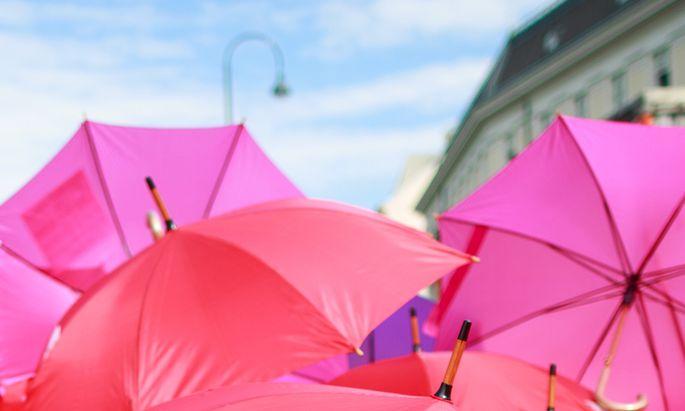 Ein Schirm besteht aus bis zu 300 Einzelteilen (Symbolbild).