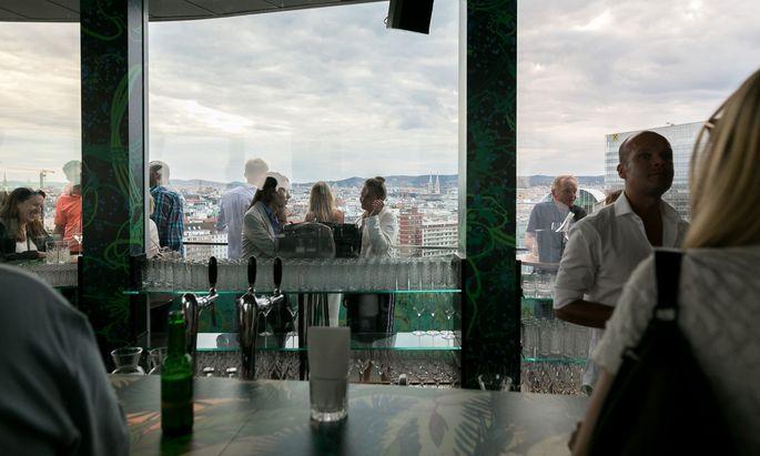 """Sehr hoch, sehr exklusiv und nur temporär im Sommer: Das """"Juwel"""" im Media Tower am Donaukanal, inklusive Clubbings jeden Donnerstag."""