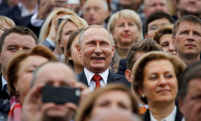 Russlands Präsident Putin (Mitte).