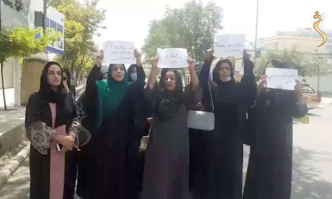 Das Dutzend Frauen, das in Kabul gegen die Taliban demonstriert hat, hat sich ins Gedächtnis gebrannt.