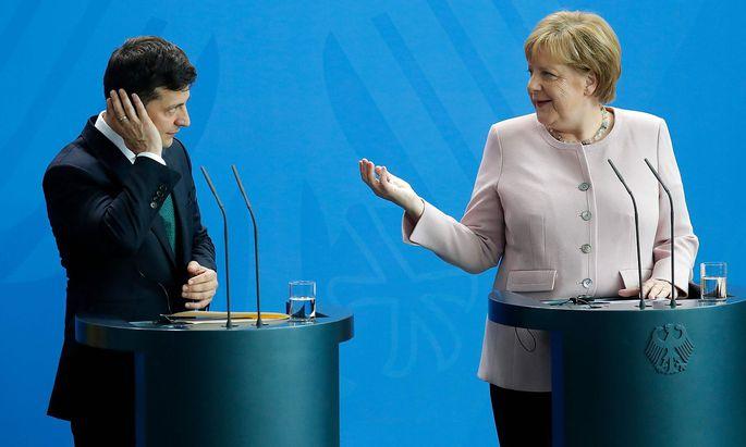 Woloymyr Selenskyj und Angela Merkel sind sich im Umgang mit Russland nicht ganz einig.