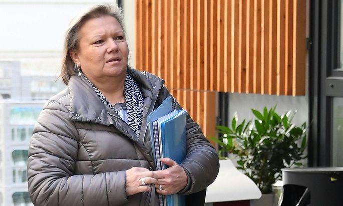 FPÖ-Politikerin Anneliese Kitzmüller ist dritte Nationalratspräsidentin. Die SPÖ will Details über ein angebliches Foto von ihr und Neonazi Gottfried Küssel.