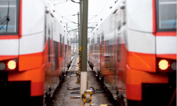 Bahnfahren. Bei aller internationalen Diskussion um Klimakrise und Flugverkehr: Wie steht's da mit dem Zug?