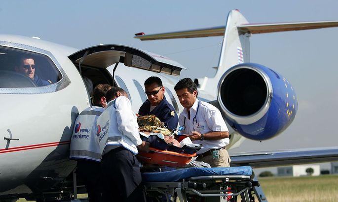 Für Reiseversicherer ist Versorgen und Rückholen von Erkrankten und Verunfallten Alltag: Etwa mit dem Ambulanzjet.