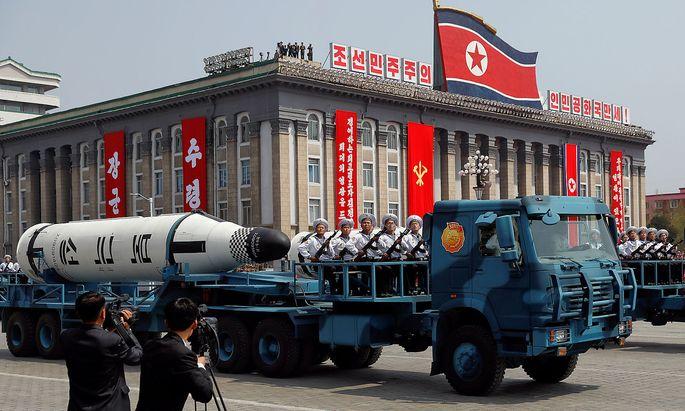 Nordkorea präsentiert sein Militär.