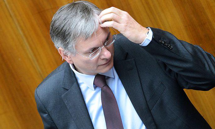 Alois Stöger bei der Nationalratssitzung zum Thema Pferdefleisch.
