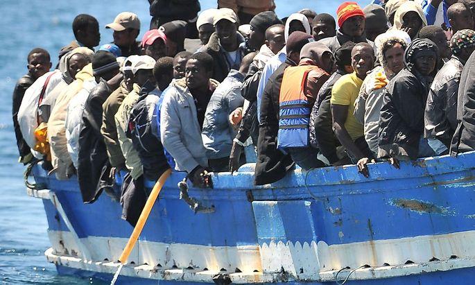 Flüchtlinge erreichen die italienische Insel Lampedusa.