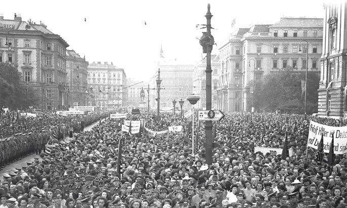 21. Juli 1944: Freude über das Misslingen des Attentats auf Hitler. Kundgebung auf dem Wiener Schwarzenbergplatz.
