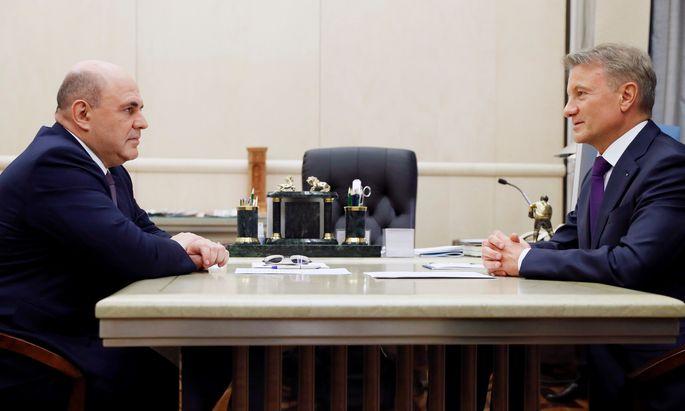 Russlands Ministerpräsident, Michail Mischustin (l.), und Sberbank-Chef Herman Gref.