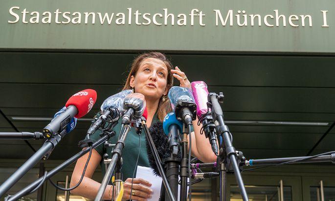 Ein erster Haftbefehl gegen Braun sei laut der Sprecherin gegen eine Kaution von fünf Millionen Euro außer Vollzug gesetzt worden.