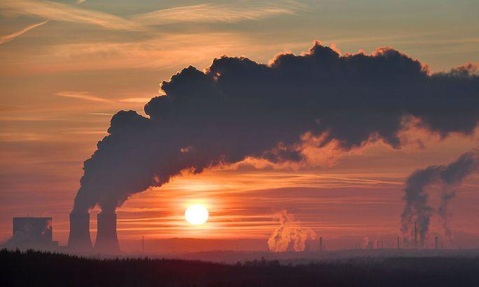 Kohleausstieg-Betreiber von Kohlekraftwerken erhalten Milliardenentschaedigung. Archivfoto: Blick auf Stoerrmthaler See