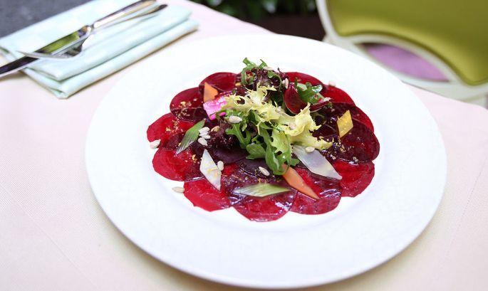 Schön angerichteter Salat