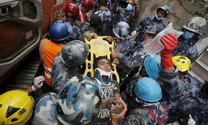 Der 15-jährige Pema Lama überlebt das verheerende Erdbeben in Nepal.