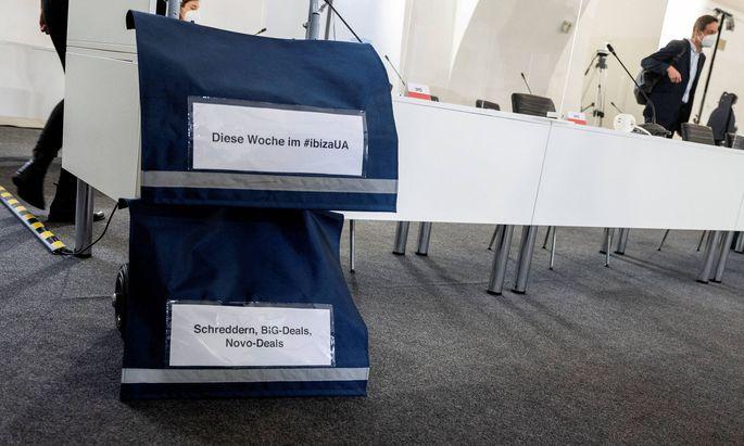Ebenfalls befragt wurden am Mittwoch Finanzminister der Übergangsregierung, Eduard Müller, und der Geschäftsführer der Bundesimmobiliengesellschaft BIG. Gegenstand der Befragungen: Vorgänge in staatsnahen Unternehmen und Postenbesetzungen.