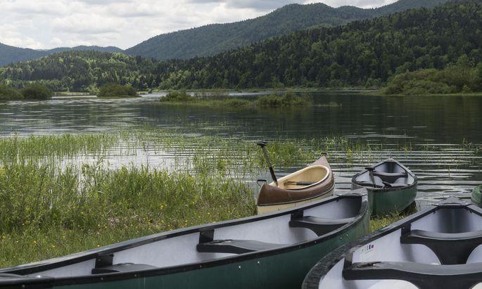 Kanu fahren, Radtouren, wandern: Beim Cerknica-See erfreut man sich der Natur.