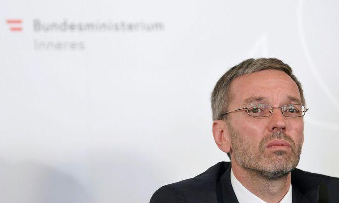 Innenminister Kickl baut das BVT um