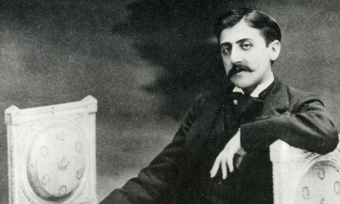 """""""In hundert Jahren erst wird man erkennen, wie großartig Prousts Werk ist"""", schrieb sein Kollege Jean Giraudoux vor 100 Jahren über Proust. Er hatte Unrecht – man erkannte es schon damals."""