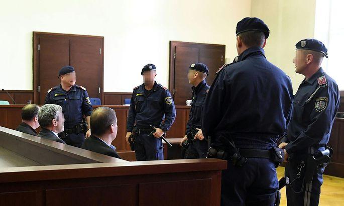 Die Angeklagten am Mittwoch vor Gericht